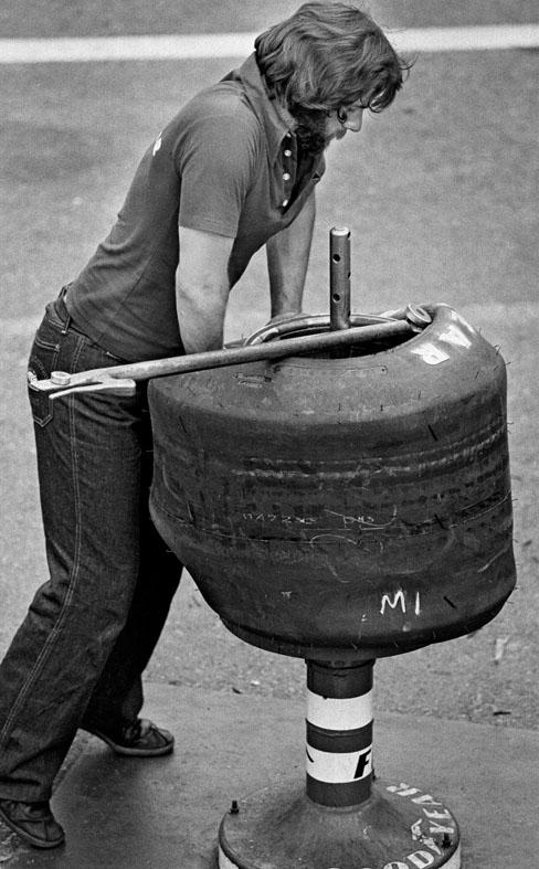 Anderstorp 1977 Formula1 Tyre change